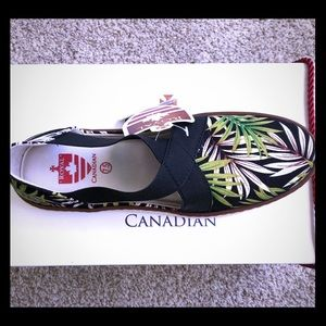 BNIB Royal Canadian Tropical Print Kananaskis Flat